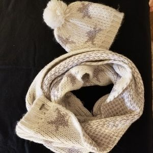 Steve Madden Winter scarf and hat set